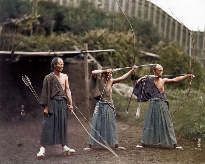 Arqueros japoneses en 1860 - Fotografía por Jordan J Lloyd