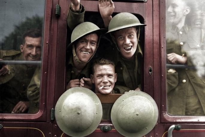 Tropas británicas toman un tren a l frente en 1939.